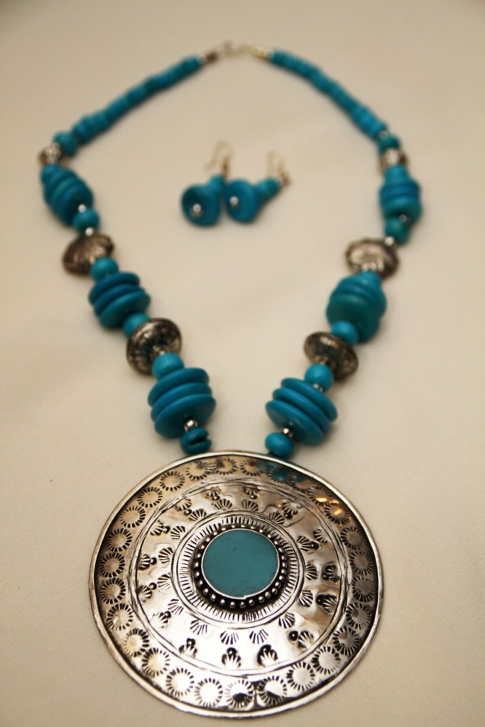 11 Create Fascinating & Dazzling Jewelry Pieces Using Wooden Beads