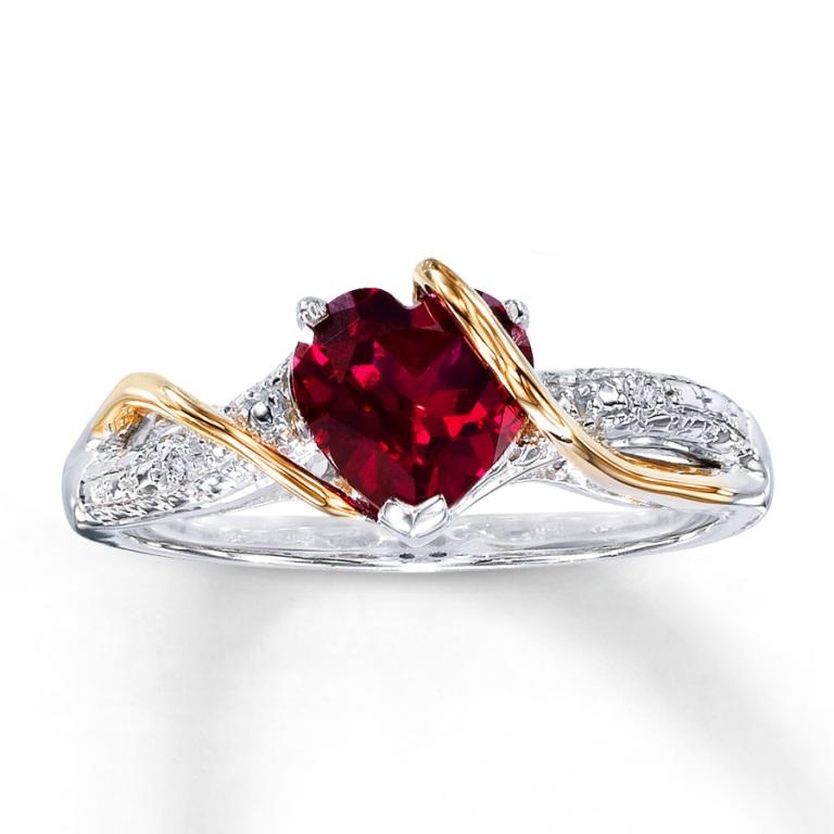 132933108_MV_ZM_JAR The Meanings of Wearing Rings on Each Finger