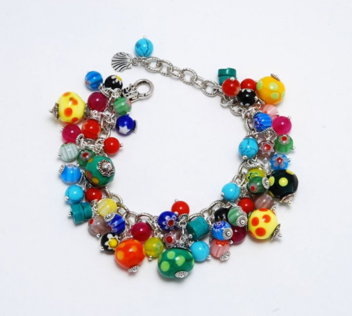 32 Glass Beads for Creating Romantic & Fashionable Jewelry Pieces