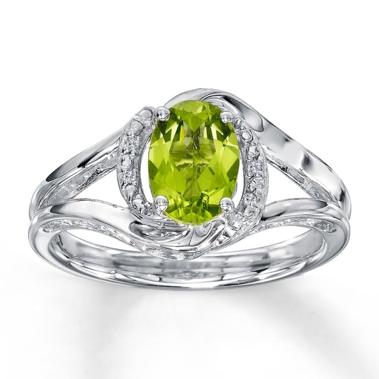 372839302_MV_ZM Most Exclusive Peridot Jewelry that Shines Even at Night