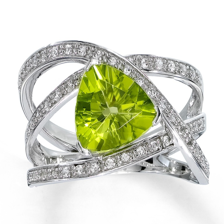373122504_MV_ZM_JAR Most Exclusive Peridot Jewelry that Shines Even at Night