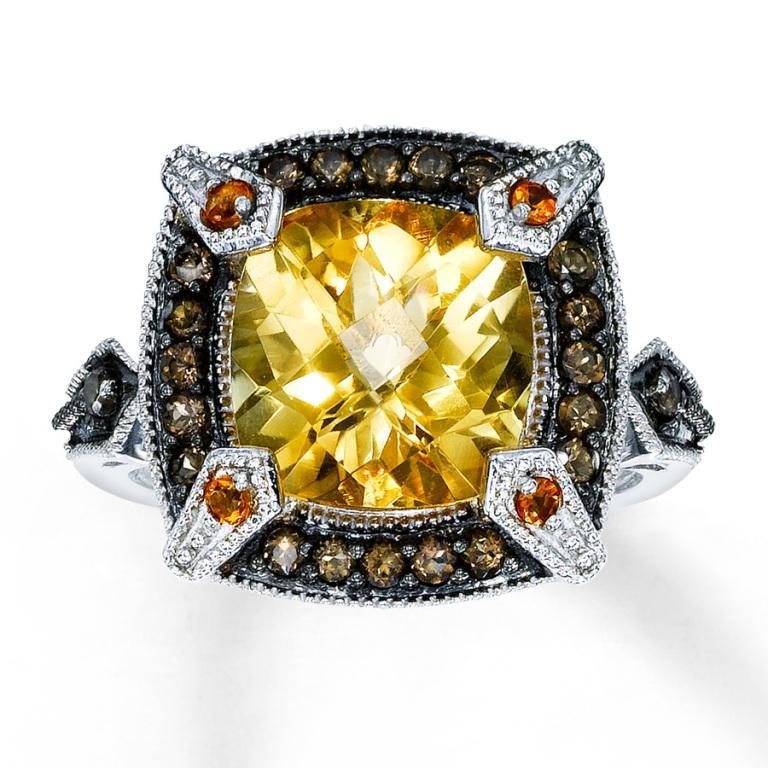 373144500_MV_ZM The Meanings of Wearing Rings on Each Finger
