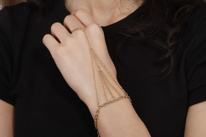 802122975-004 20+ Hottest Christmas Jewelry Trends 2020