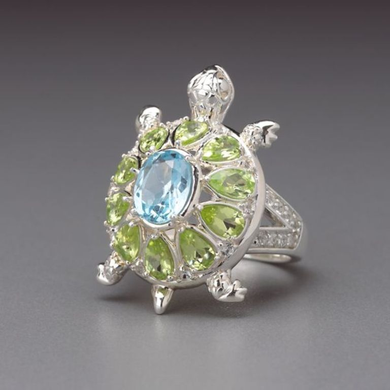 819491_wHR Most Exclusive Peridot Jewelry that Shines Even at Night