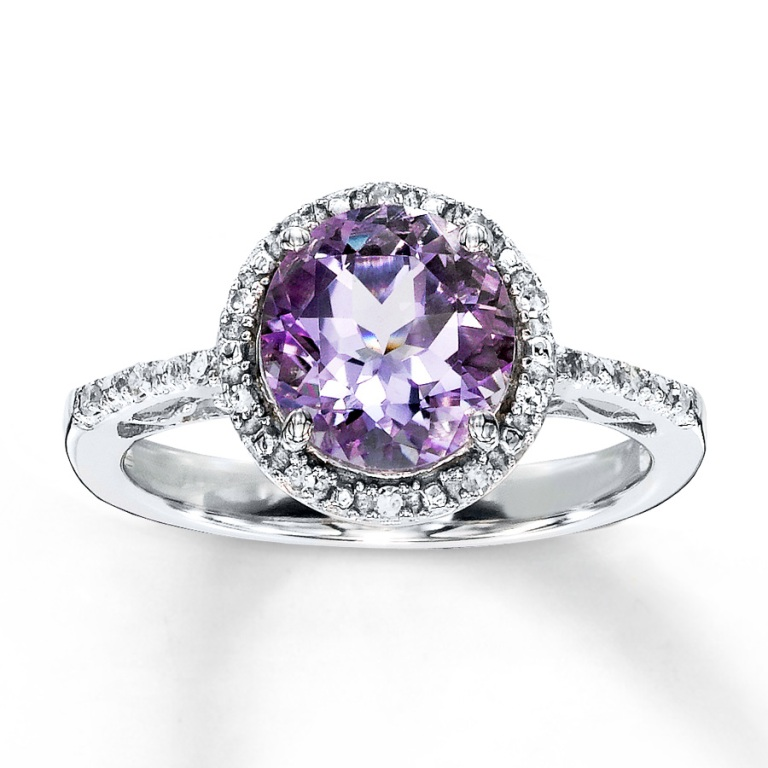 Amethyst Top 10 Non-Diamond Engagement Ring Types for a More Unique Proposal