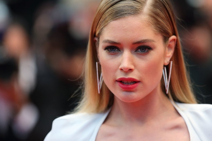 Doutzen-Kroes-wore-pair-geometric-earrings Hottest Christmas Jewelry Trends 2017 ... [UPDATED]