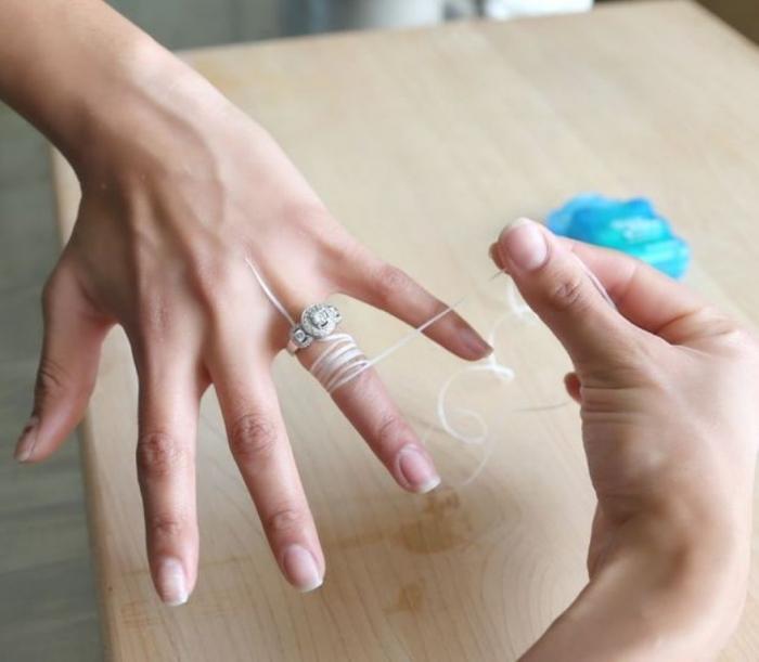 F3H7UN0HRKQZ40J.MEDIUM Easy Tricks to Remove a Tight Finger Ring