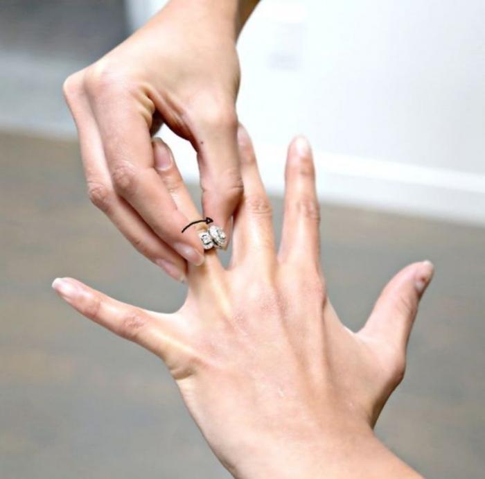 FKBW48KHRKQZ3J7.MEDIUM Easy Tricks to Remove a Tight Finger Ring