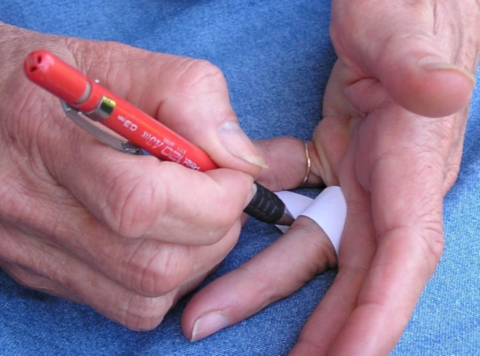 How-to-find-ring-size1 How to Measure Your Ring Size on Your Own