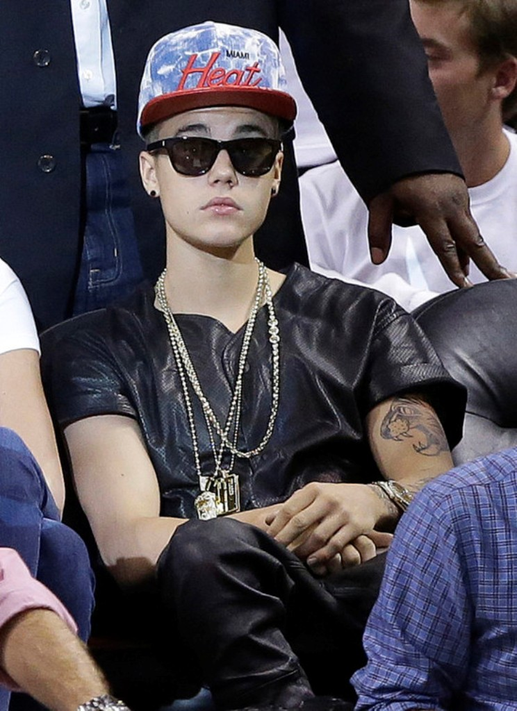 Justin-Bieber1 20+ Hottest Christmas Jewelry Trends 2020