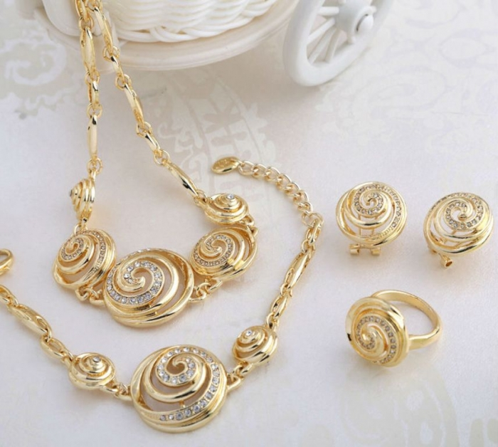 Lovely-Design-Wholesale-font-b-Sea-b-font-font-b-Shell-b-font-Shape-Gold-Peru Seashell Jewelry as a Natural Gift