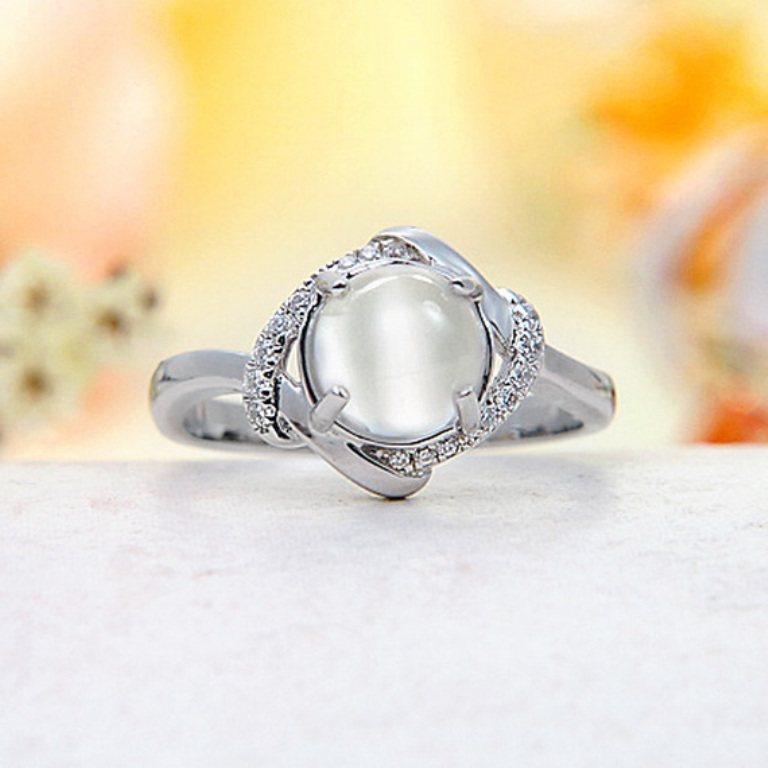 Moonstone-Rings-for-Women_12 Moonstone Jewelry Offers You Fashionable Look & Healing properties