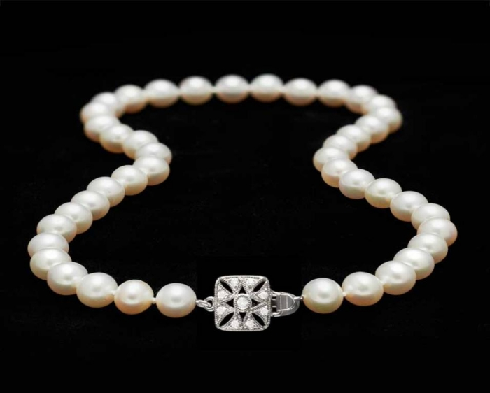 Pearl-necklace-with-diamond-box-clasp Top 7 Types of Necklace Clasps