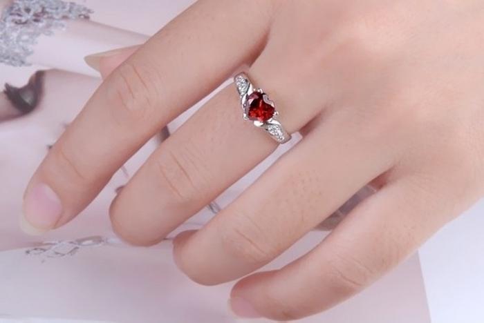 RightHandRingRedTwo-ToneSilverGarnetLoveForSaleLS76166-3 Easy Tricks to Remove a Tight Finger Ring