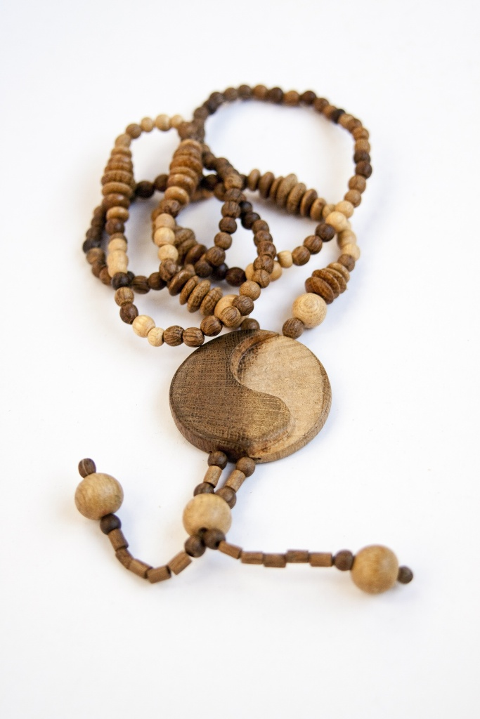Wooden-beads-rosary-with-medal-of-yin-yang-1254489804_57 Create Fascinating & Dazzling Jewelry Pieces Using Wooden Beads