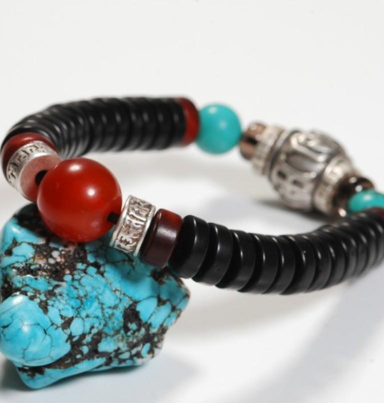 b0407-tibetan-beads-bracelet-1 Create Unique & Fashionable Jewelry Using Tibetan Silver Beads