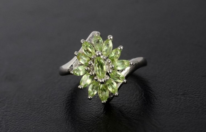 bb587e3891bf938b5dde29b0bd2ce4bb Most Exclusive Peridot Jewelry that Shines Even at Night