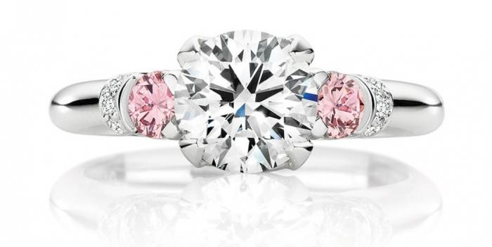 calleija._1.52ct_round_brilliant_cut_white_diamond_ring_set_in_platinum_featuring_0.30cts_of_argyle_pink_diamonds_poa Most Famous Romantic & Unique Jewelry with Pink Diamonds