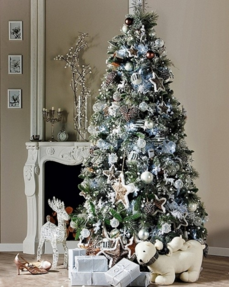 christmas-tree-2014-decorating-trends-p1xfomn4 24 Latest & Hottest Christmas Trends for 2019