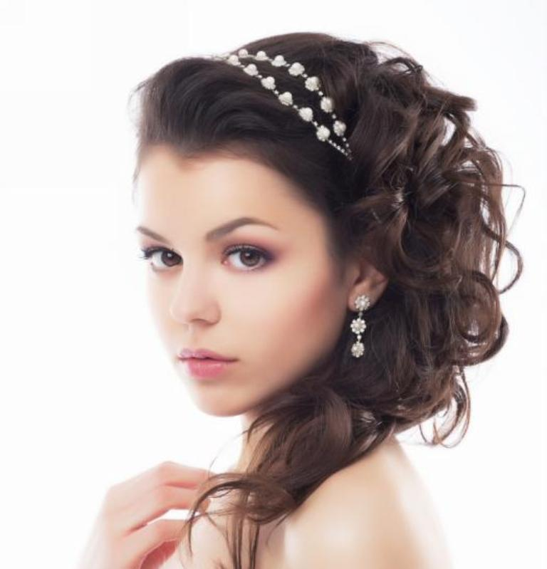 """cute-half-up-half-down-wedding-hairstyle-with-headband """"Wedding Headbands"""" The Best Choice for Brides, Why?!"""