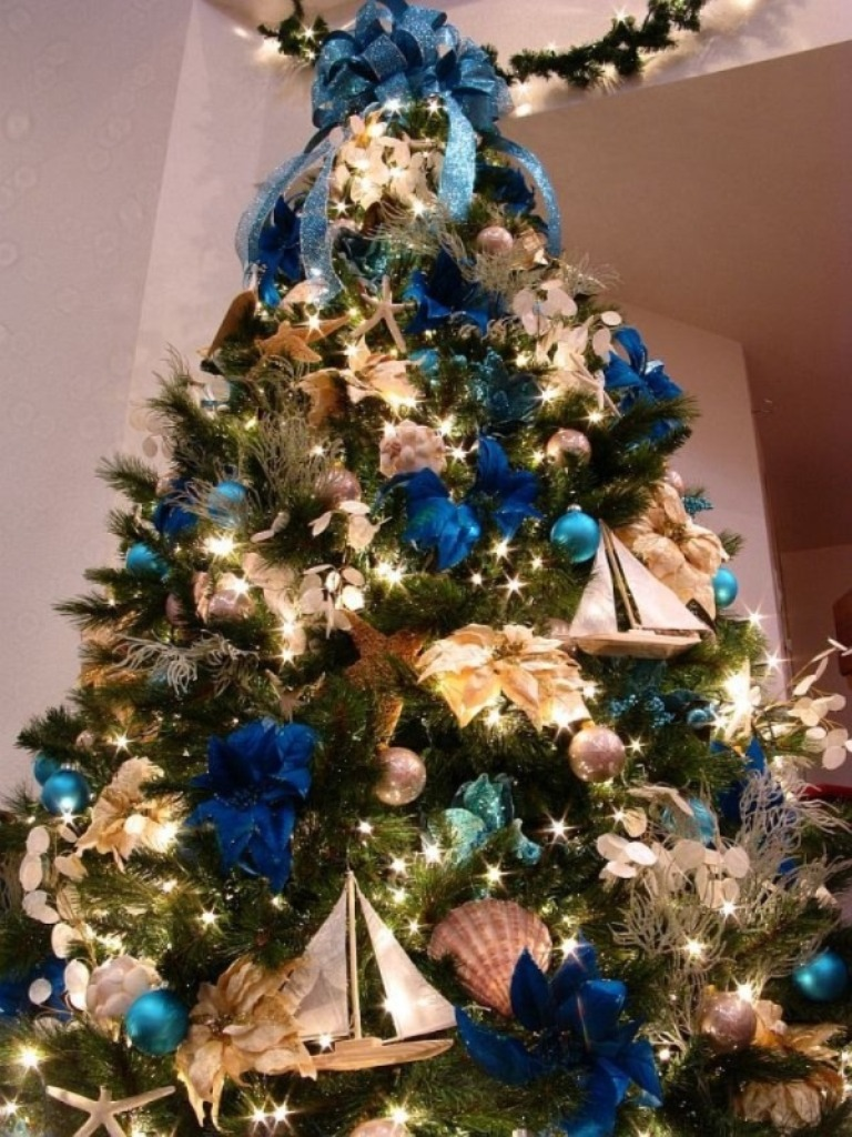 decorating-a-christmas-tree-ideas__ 24 Latest & Hottest Christmas Trends for 2021