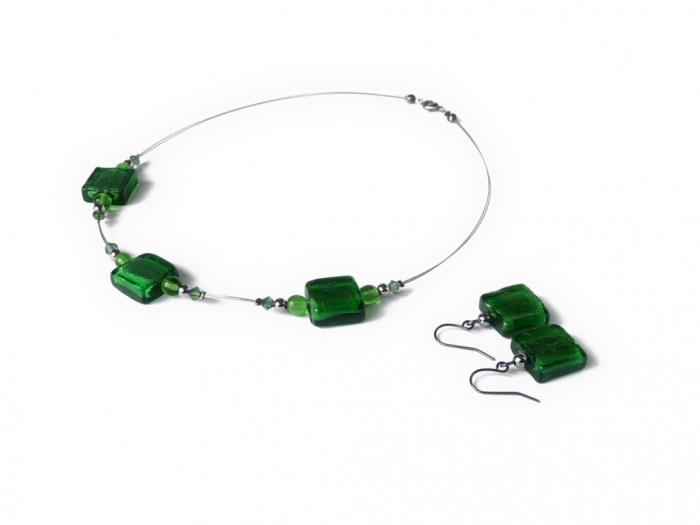 emerald_green_fused_glass_bead_jewelry_set Glass Beads for Creating Romantic & Fashionable Jewelry Pieces