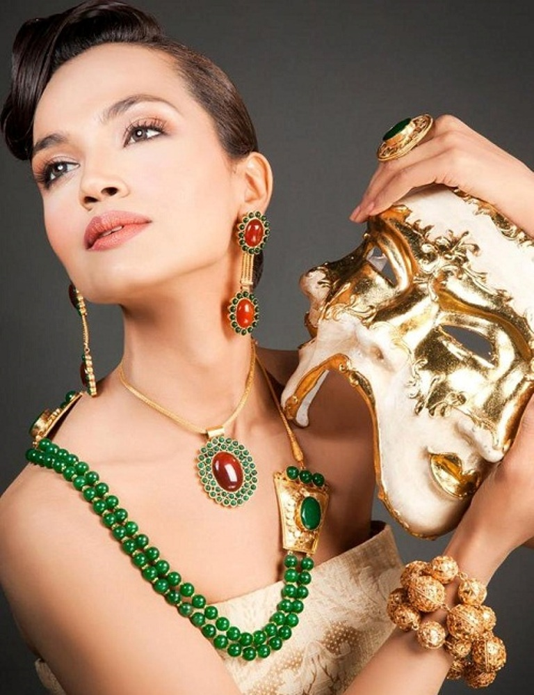 fashion-jewelry-by-Nosheen-Amir-4 11 Tips on Mixing Antique and Modern Décor Styles