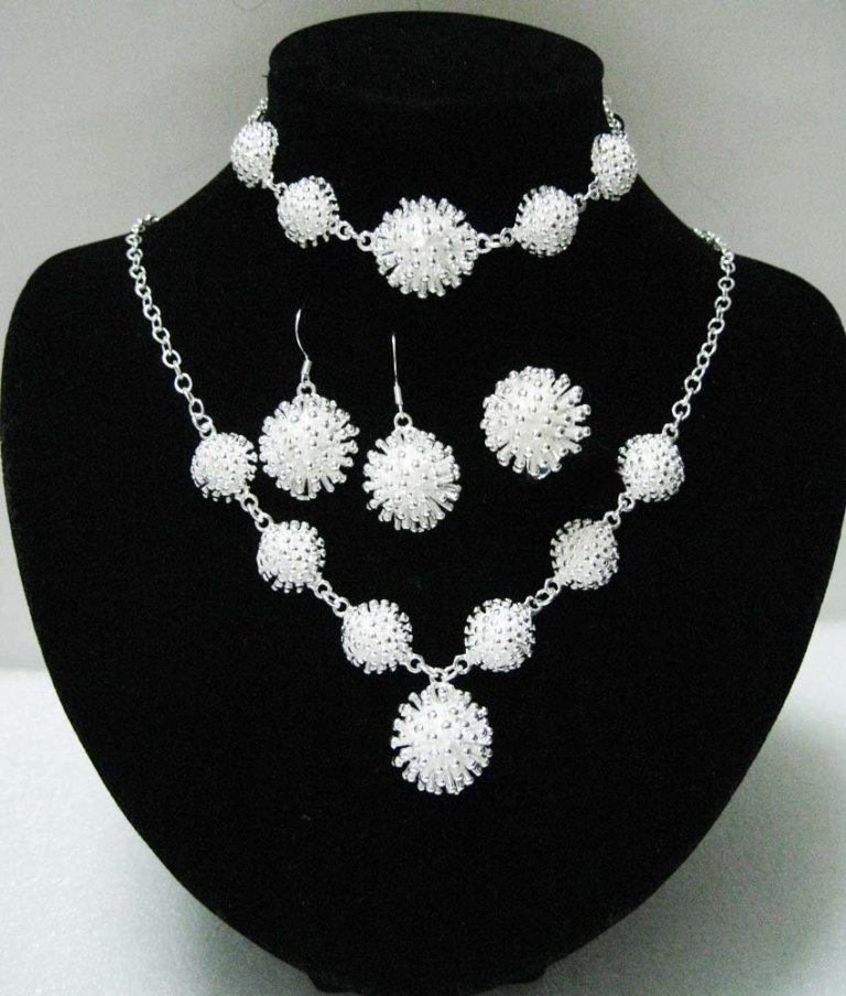 free-shipping-925-silver-jewelry-set-fashion-silver-jewelry-jewelry850-x-1000-125-kb-jpeg-x Get a Royal & Fashionable Look with Costume Jewelry