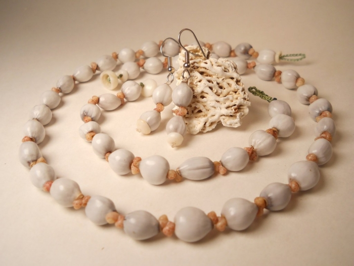 jobs-tear-3-pc-set-1024x768 Seashell Jewelry as a Natural Gift