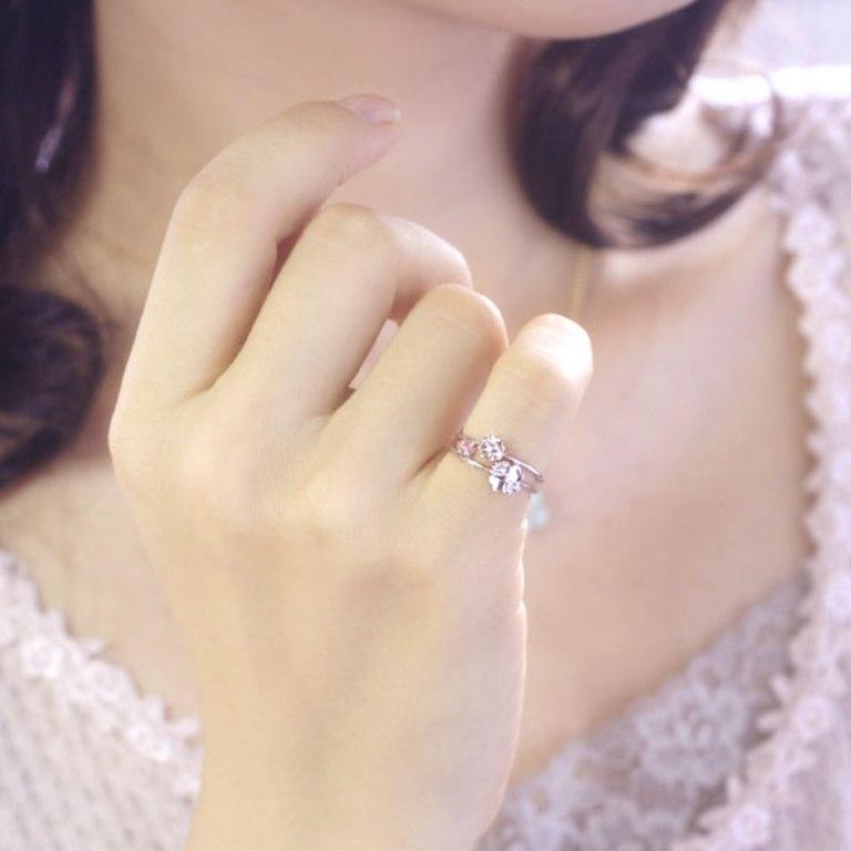 l35-9063pt_model01 The Meanings of Wearing Rings on Each Finger