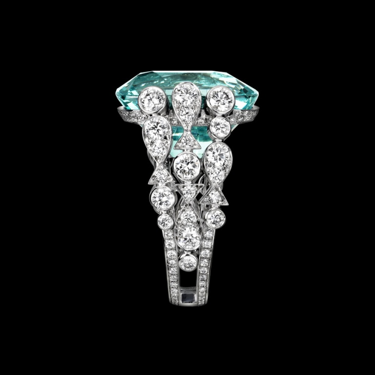 luxury_diamond_engagement_rings_white_gold_aquamarine_diamond_ring_-_piaget_luxury_jewellery_g34lh400 Top 10 Non-Diamond Engagement Ring Types for a More Unique Proposal