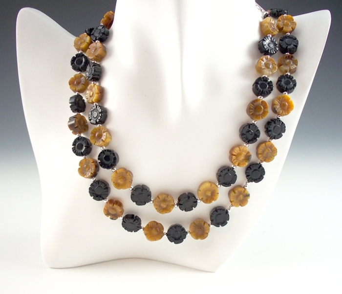 onyx-and-tiger-eye-flower-necklace-1 Tiger Eye Jewelry & Its Unusual Properties
