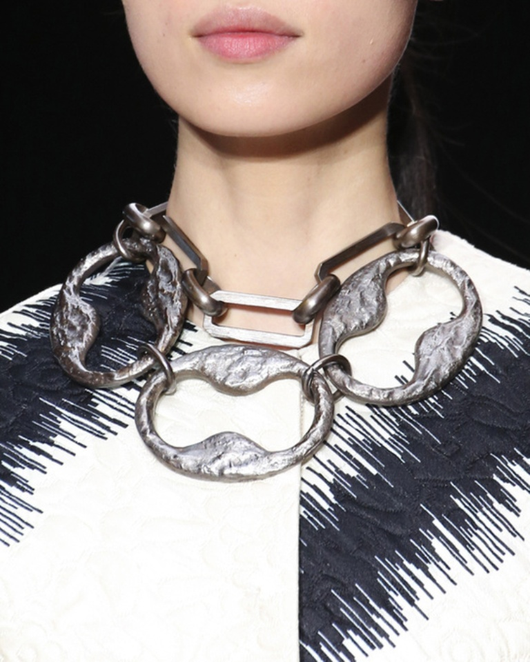 tendances_bijoux_fashion_week_automne_hiver_2014_2015_giambattista_valli_364470377_north_545x 20+ Hottest Christmas Jewelry Trends 2019
