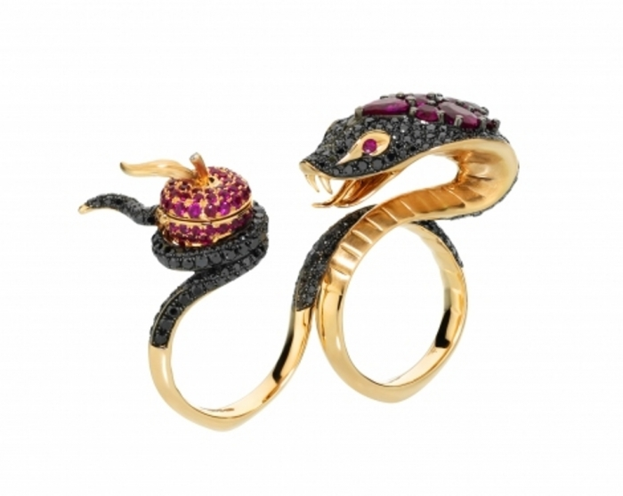 the-two-finger-ring-temptation-of-eve-ring-created-in-18-karat-rose-gold-displays-a-serpent-set-with-black-diamonds-holding-a-ruby-studded-apple1 Double Finger Rings for Elegant Hands
