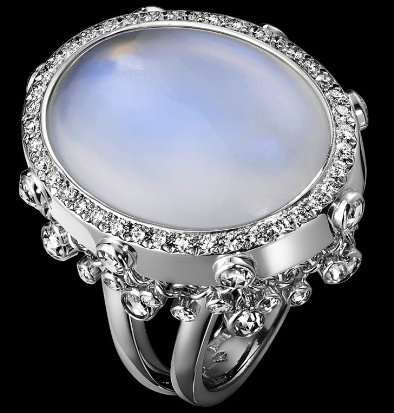 v2 Moonstone Jewelry Offers You Fashionable Look & Healing properties