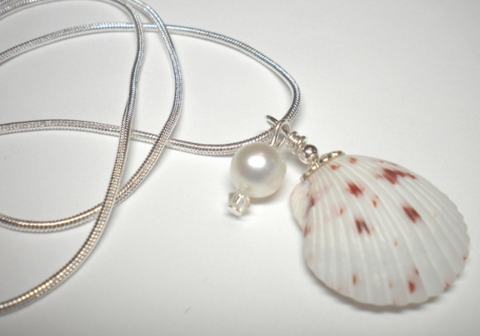 valentine-seashell-necklace9 Seashell Jewelry as a Natural Gift