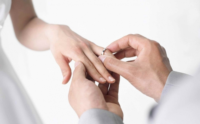 wedding-ring-hand-women The Meanings of Wearing Rings on Each Finger