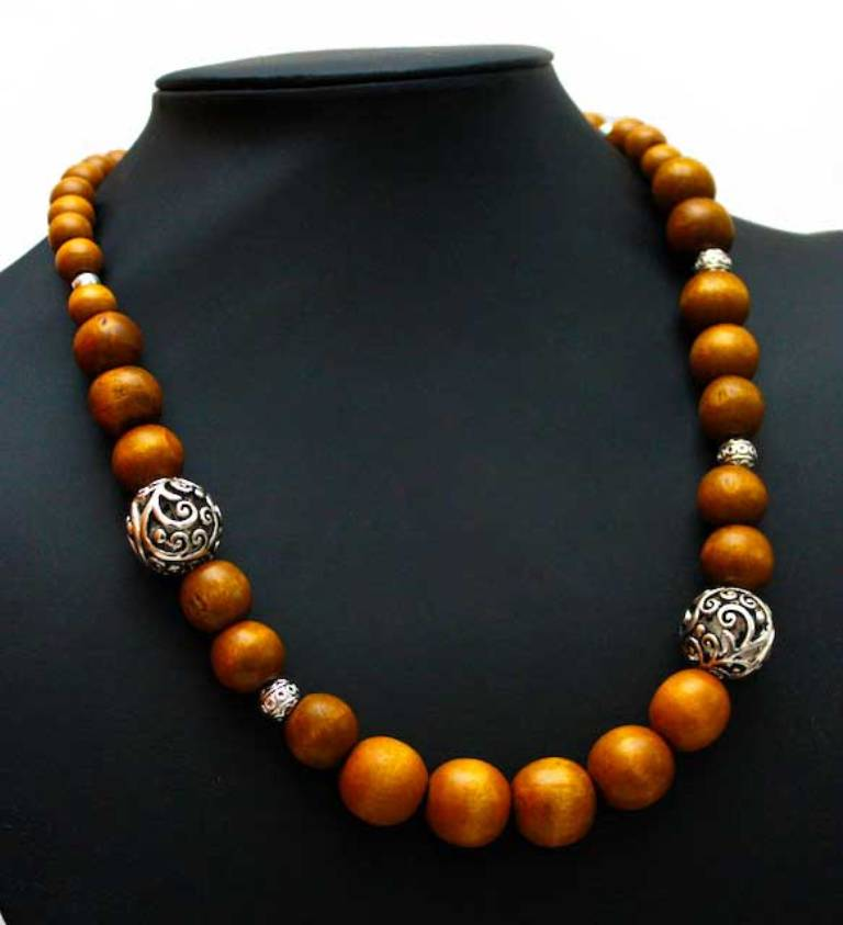 wooden-bead-necklace-108 Create Fascinating & Dazzling Jewelry Pieces Using Wooden Beads