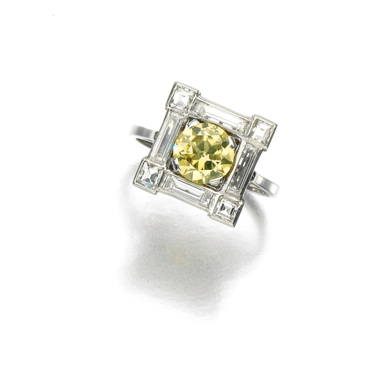yellow-diamond-ring-with-square-frame The Rarest Yellow Diamonds & Their Breathtaking Beauty