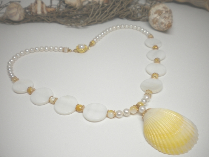 yellow-seashell-necklace9 Seashell Jewelry as a Natural Gift
