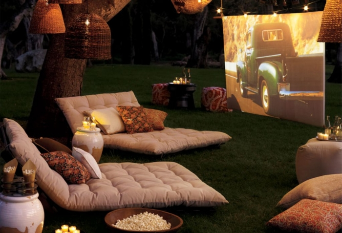 outdoor_movie_01 Best 10 Labor Day Ideas for Family