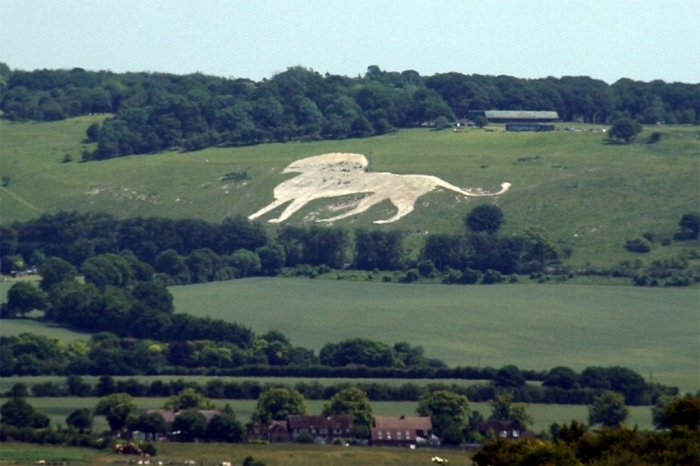 UK_Dunstable_Whipsnade_Zoo_hill_figure What Whipsnade Zoo Leaves Its Animals to Do!