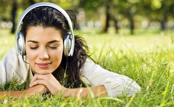girl-with-headphones-in-Park-wallpaper How to Improve Your English Easily & Quickly without Exercises