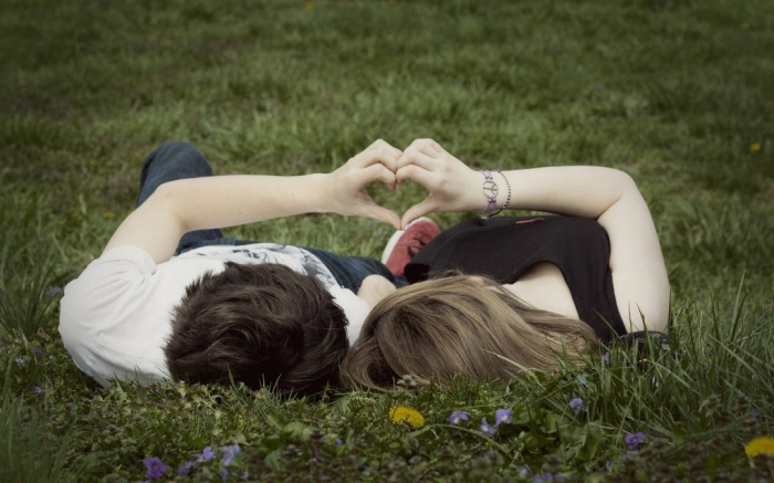 How-Can-I-Know-if-He-Likes-Me-16 How Can I Know if He Likes Me?
