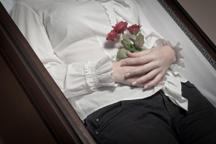 Top-10-Strangest-but-Funniest-Ways-to-Die-1 Top 10 Strangest But Funniest Ways to Die