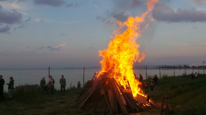 Top-15-Strangest-Traditions-Habits-People-Have-8 Top 15 Strangest Traditions & Customs People Have
