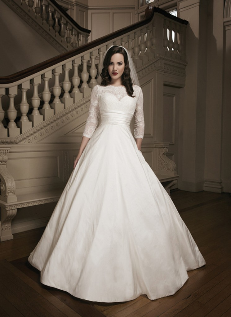 32-Awesome-Wedding-Dresses-for-Muslims-2015-4 30 Awesome Wedding Dresses for Muslims 2017