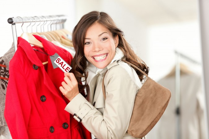 Shopping_sale_shutterstock_88374013_small-1-675x450 3 Tips for a Student on How to Travel and Save Money