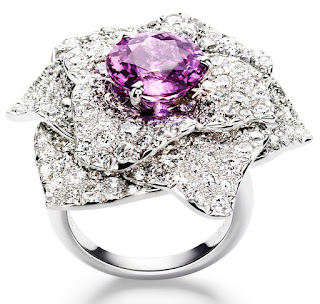 long-piaget-rose-ring 7 Ways to Select Rings For Long, Skinny, And Short Fingers