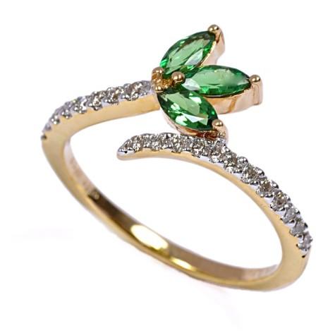 short-Diamond-Tsavorite-ring-475x472 7 Ways to Select Rings For Long, Skinny, And Short Fingers